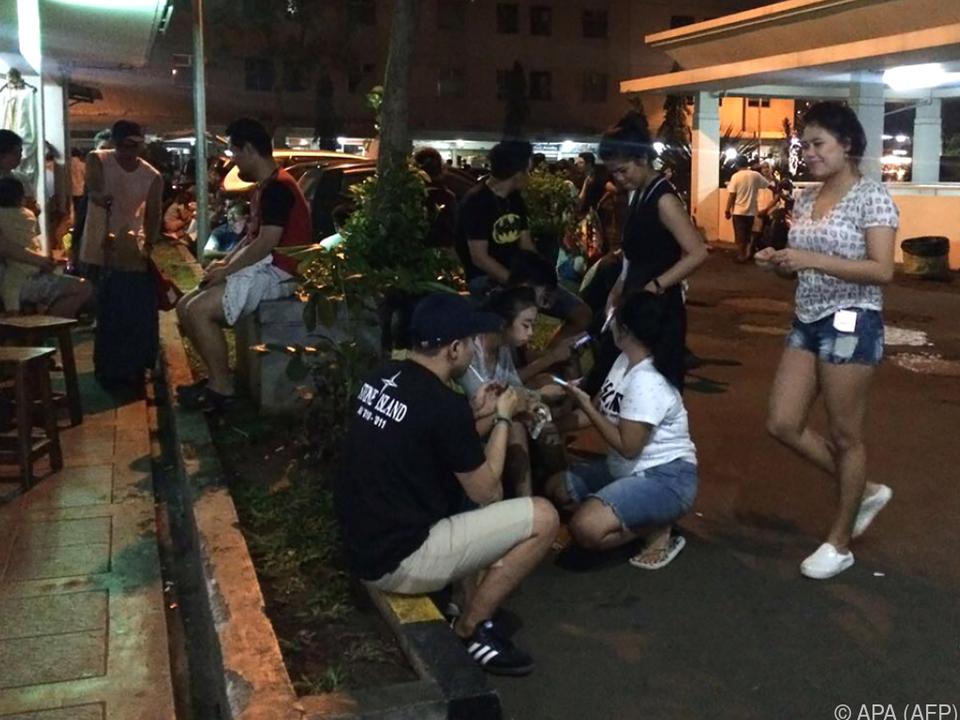 Bewohner flüchteten vor dem Erdbeben auf die Straße