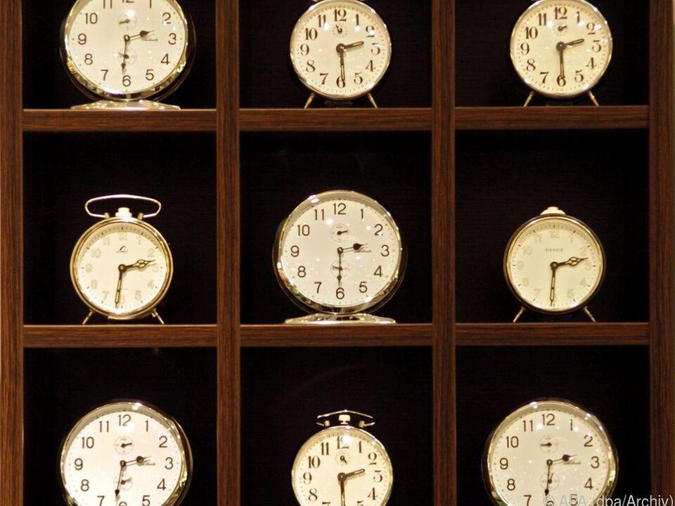 Der geplante 12-Stunden-Arbeitstag sorgt für Empörung uhr sym
