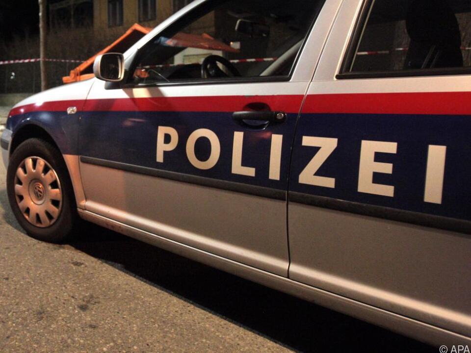 Der Polizist brach neben dem Streifenwagen zusammen