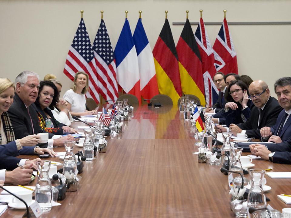 Die Außenminister der NATO-Staaten beraten am Mittwoch weiter
