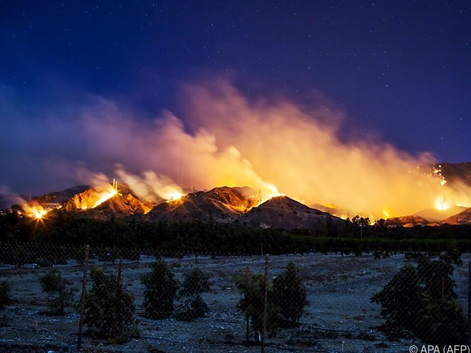 Die großflächigen Brände gefährden auch die Metropole Los Angeles