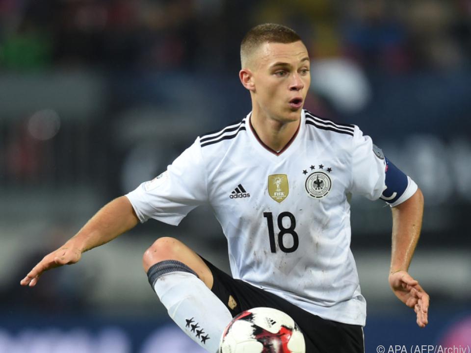 Drei Adidas-Streifen zieren deutsches Trikot