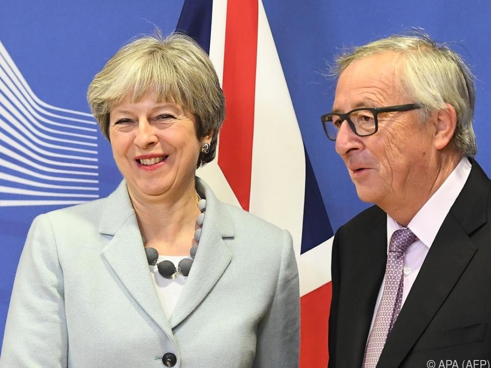 Erleichterung bei May und Juncker