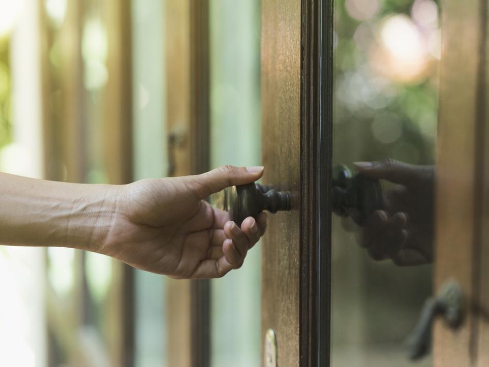 Hand Tür Klopfen Glastür