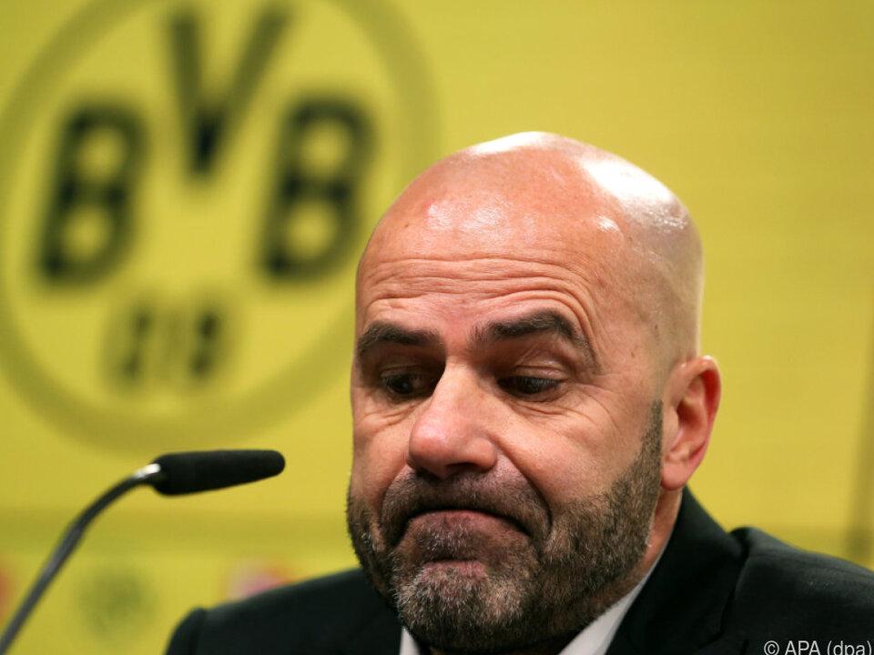 Geknickter Peter Bosz bei Pressekonferenz nach Bremen-Spiel