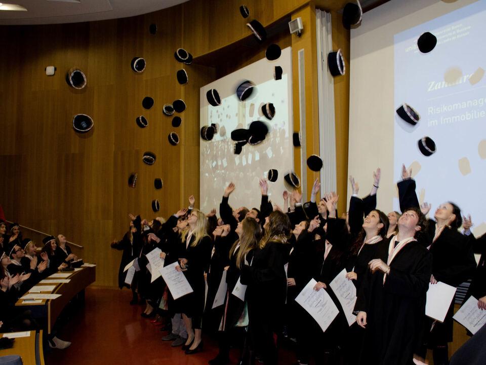 Studenten hut-ab_in-alto-i-cappelli