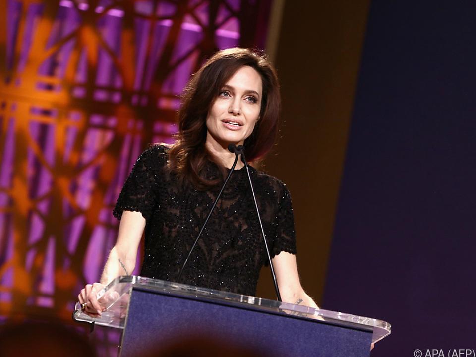 Jolie ließ ihren väterlichen Namen gesetzlich streichen