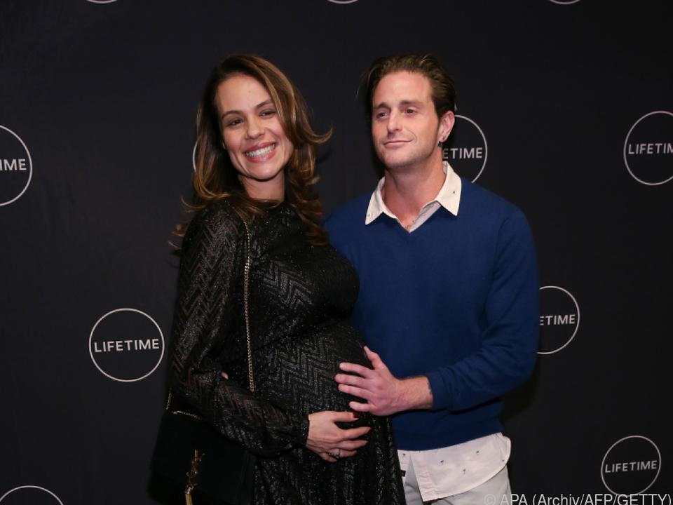 Hier zeigte sich noch die schwangere Viviane Thibes mit Cameron