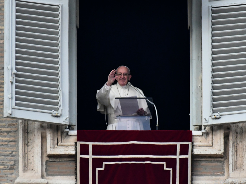Papst Franziskus beim Angelus-Gebet im Vatikan