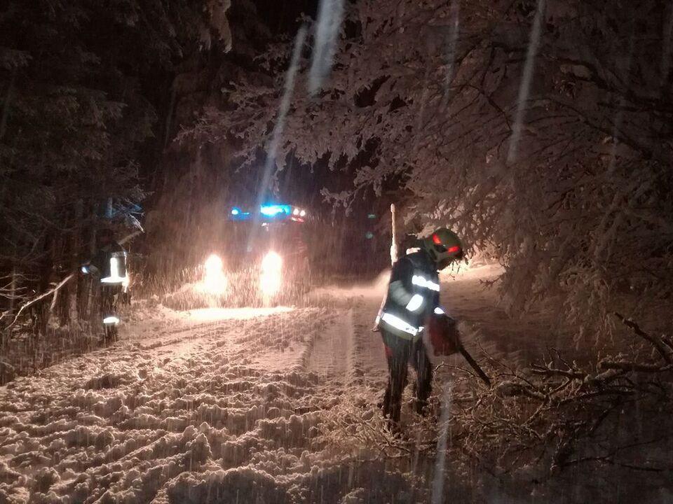 Schnee Feuerwehr Nacht