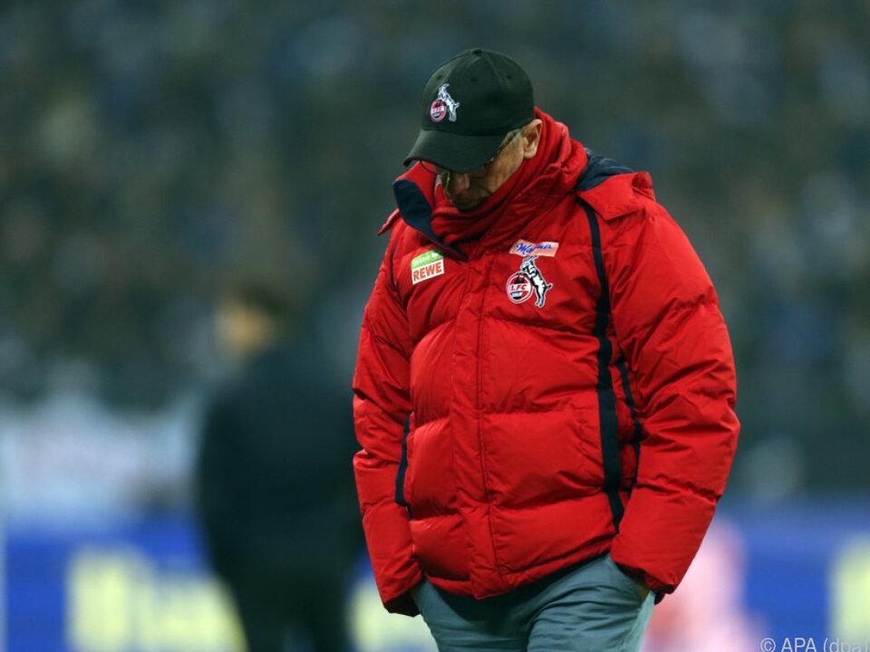 Peter Stöger beim 2:2 seiner Kölner auf Schalke