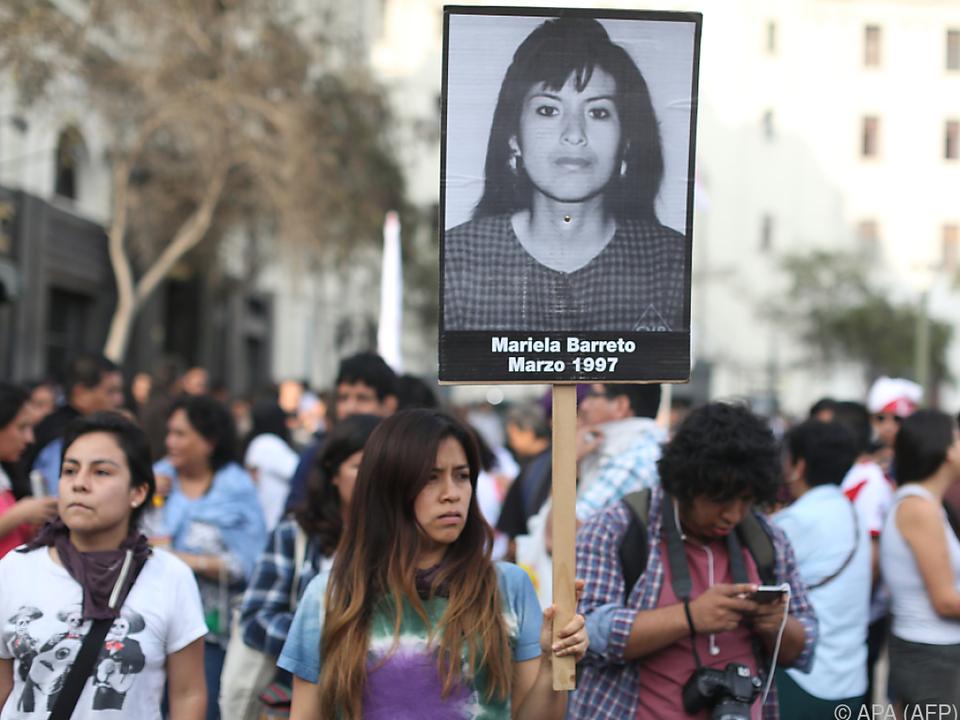 Politische Gruppen und Opferverbände üben heftige Kritik