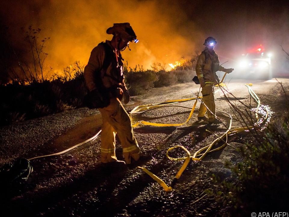 Rund 2.500 Feuerwehrleute sind im Einsatz