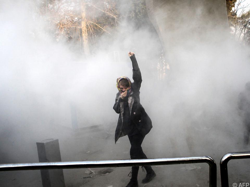 Zwei Tote bei Protesten im Iran - Behörden beschuldigen IS