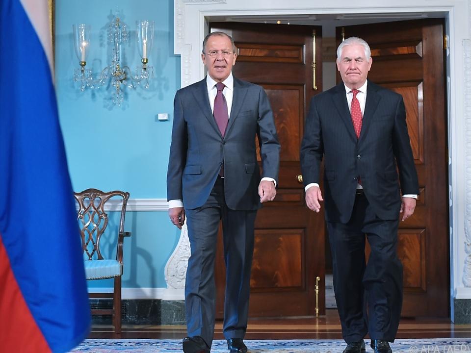 Tillerson (li.) und Lawrow reisen nach Wien