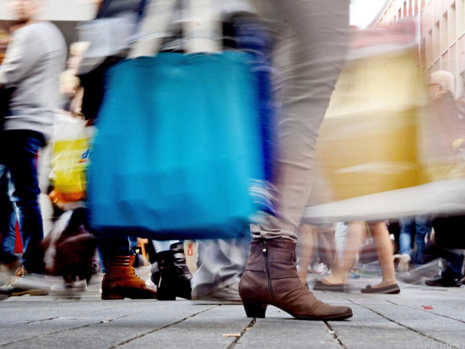 einkaufen shopping Von 1,7 Mrd. Euro Umsatz wird ausgegangen