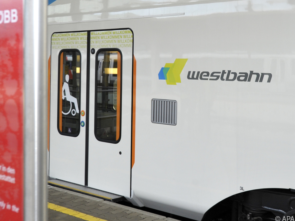 Westbahn-Garnitur blieb beim Bahnhof Hütteldorf liegen