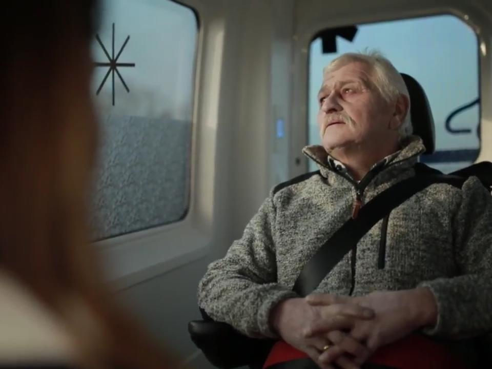 wuenschewagen wünschewagen caritas weißes kreuz senior sterbenskrank