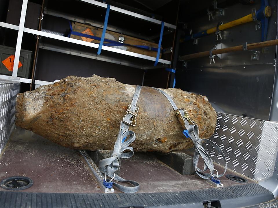 Zwei Zünder wurden entfernt bombe weltkrieg sym
