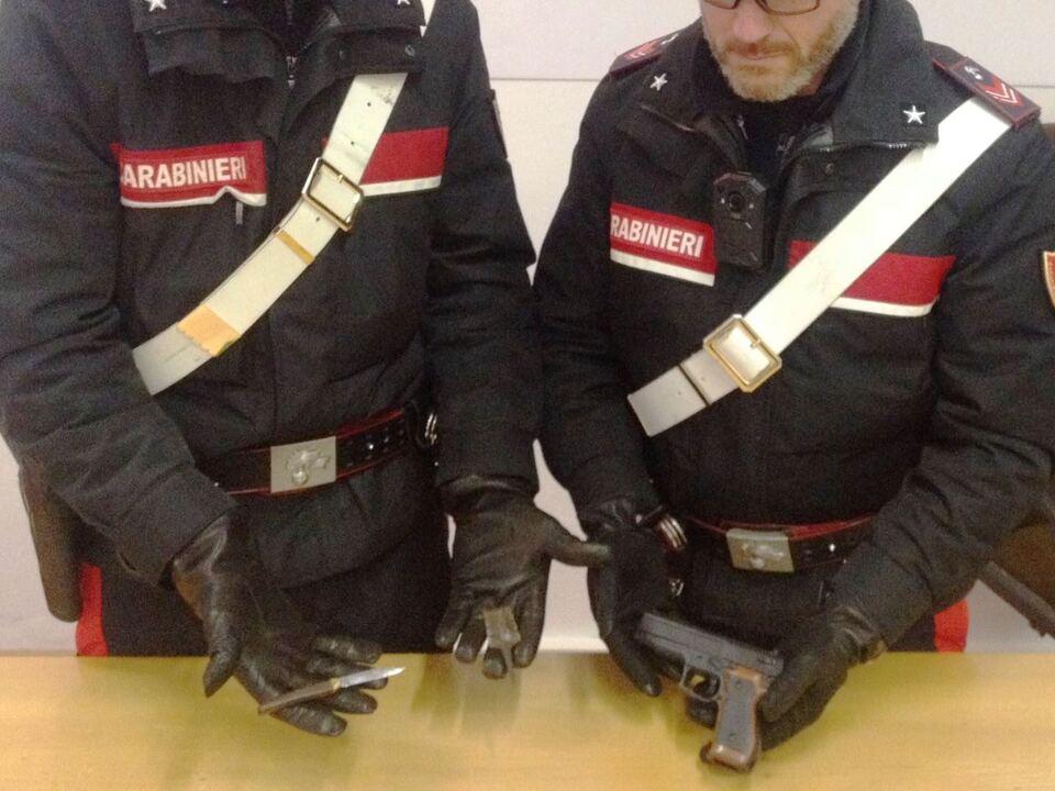 20180112-la-pistola-sequestrata-dai-carabinieri-di-bolzano