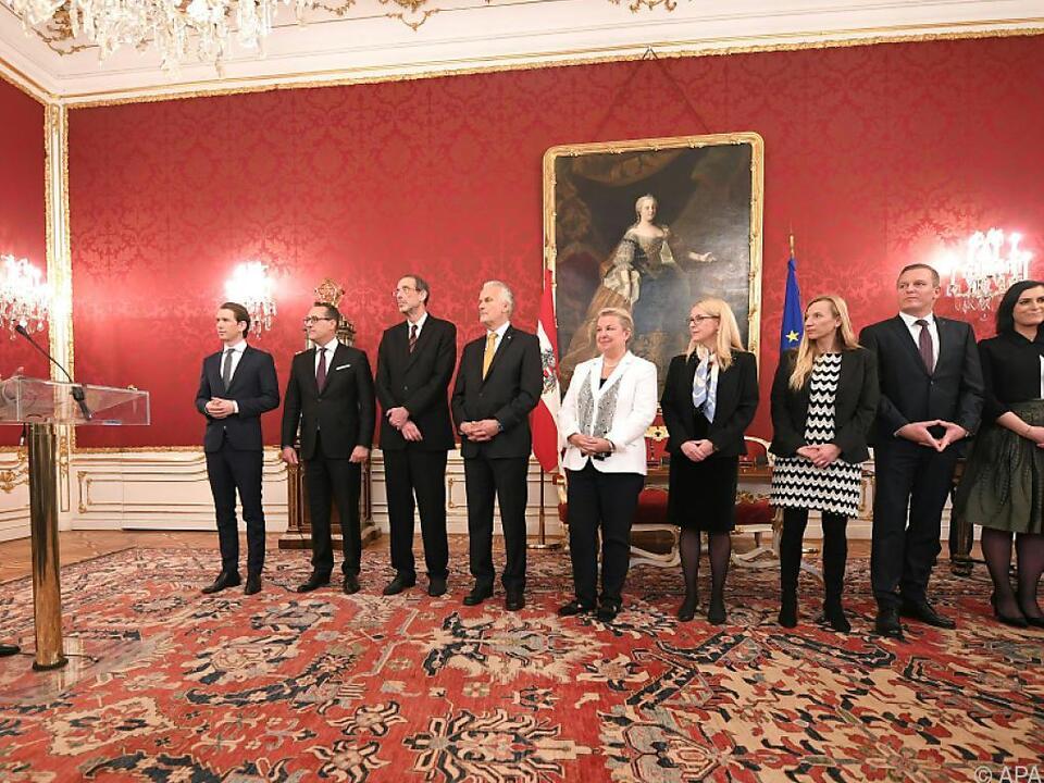 Acht Minister mussten neu angelobt werden