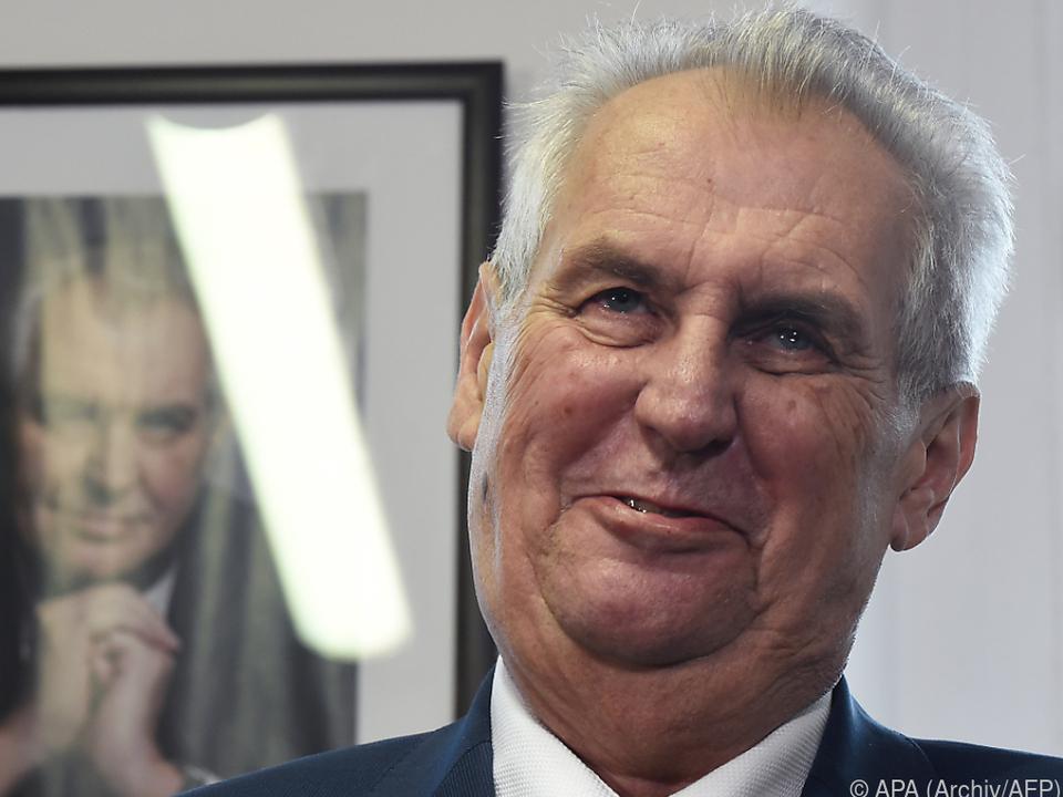 Amtsinhaber Zeman geht als Favorit ins Rennen