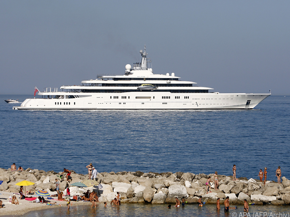 Auch diese Yacht gehört einem Superreichen