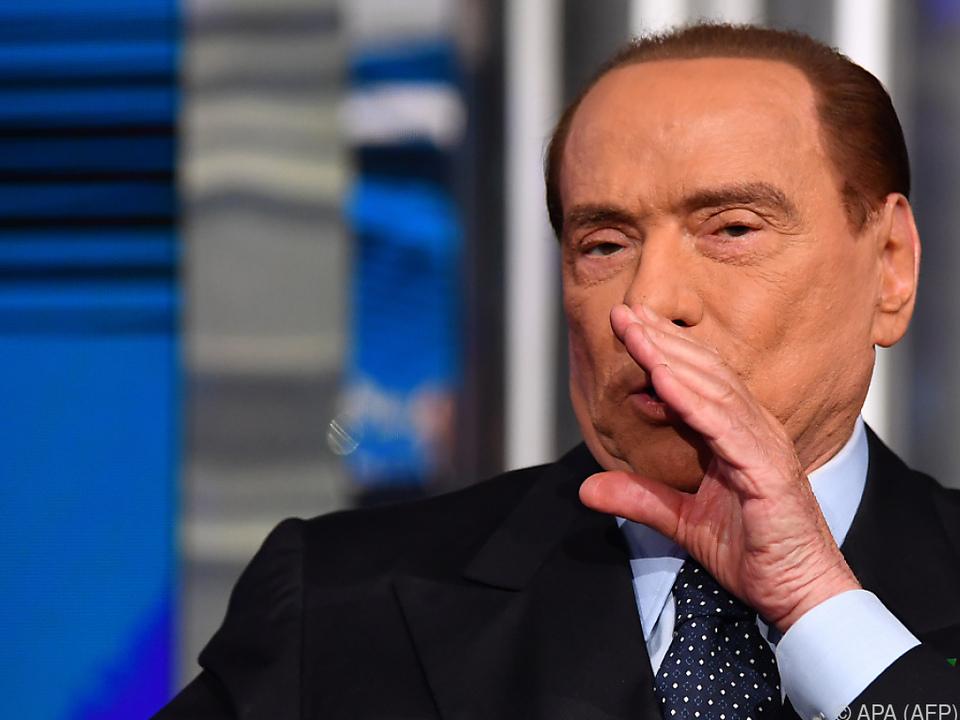 Berlusconi soll Zeugen bestochen haben