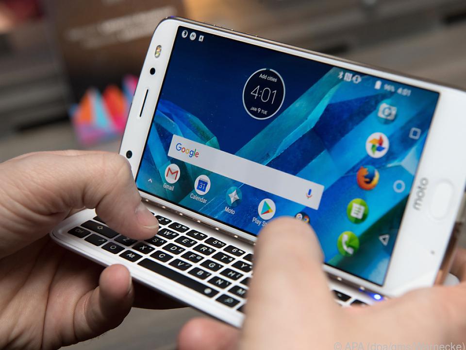 Das Keyboard lässt sich an Motorolas Moto-Z-Smartphones anklipsen