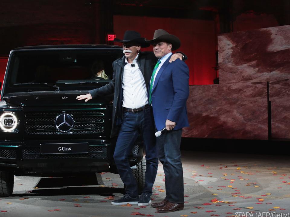 Daimler-Chef Zetsche und Herr Schwarzenegger mit der neuen G-Klasse