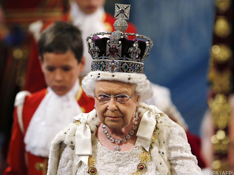 Das Tragen der Krone ist laut Queen nicht sehr angenehm