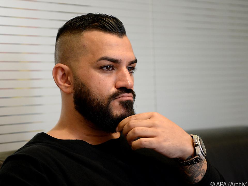 Der Rapper teilt gegen rechte Politiker und linke Sozialromantiker aus