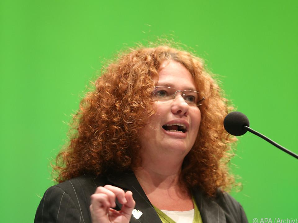 Die Grüne Europaparlamentarierin Monika Vana kritisiert die Regierung