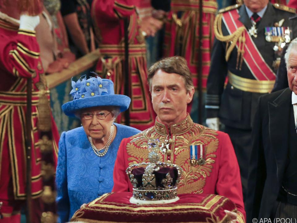 Die Krone wiegt 1,28 Kilogramm