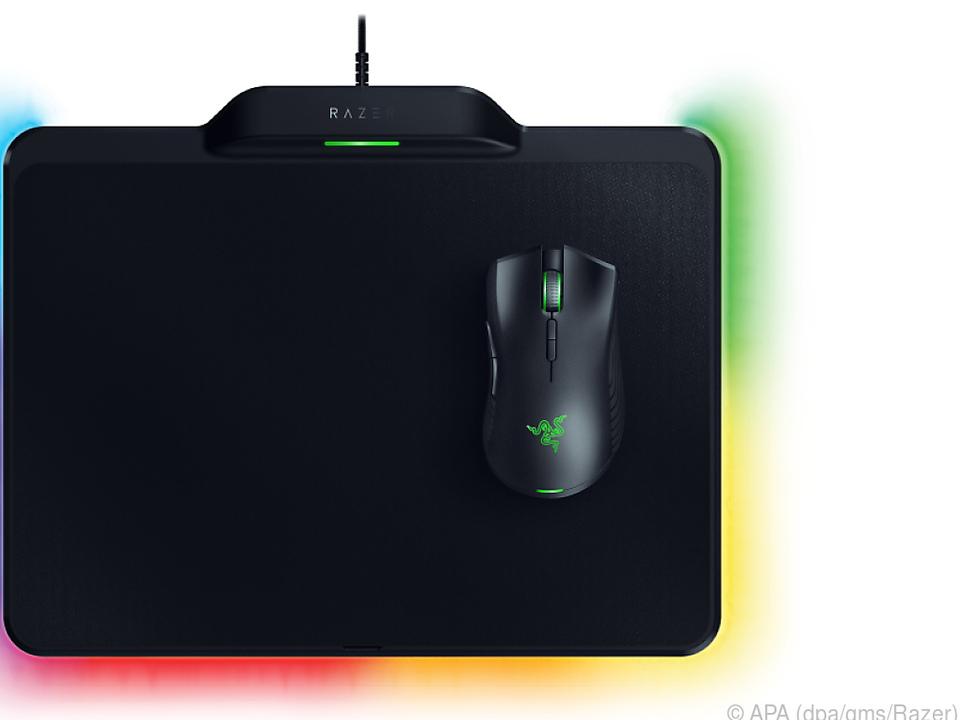 Die Maus wird vom Pad über ein Magnetfeld mit Strom versorgt