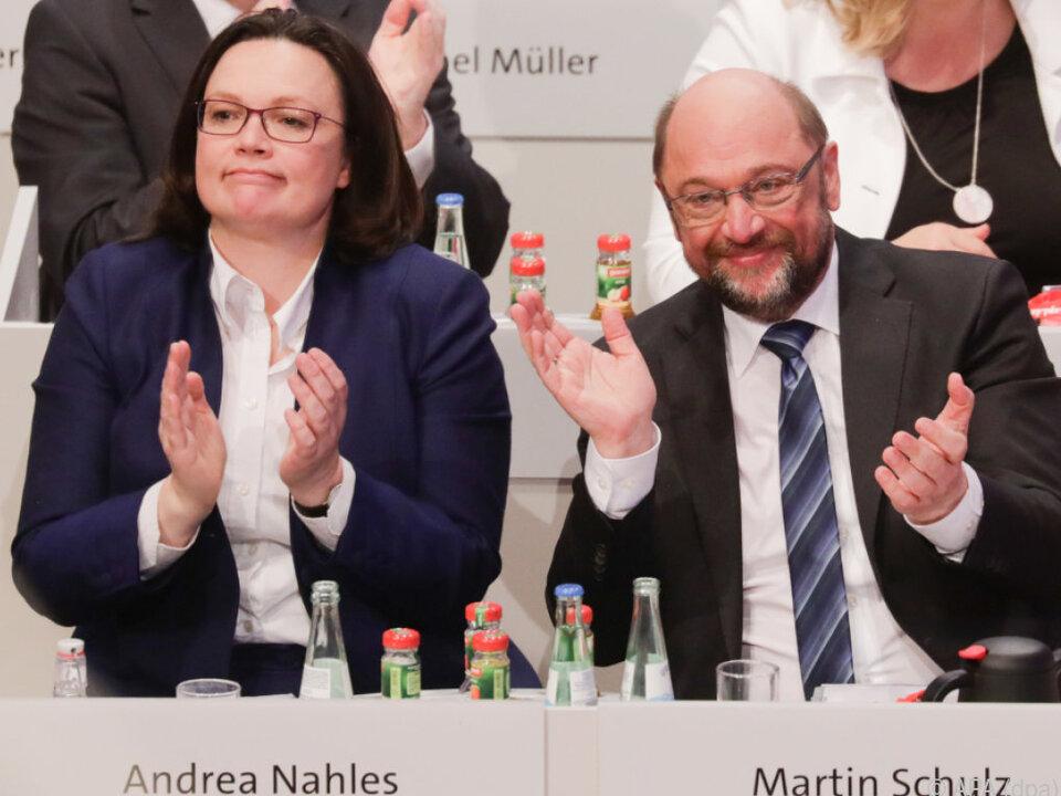 Erleichterung bei SPD-Spitze Andrea Nahles und Martin Schulz