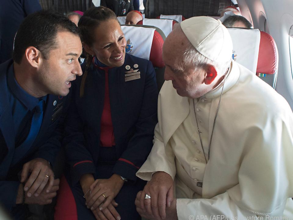 Es war die erste Trauung in der Luft für Papst Franziskus
