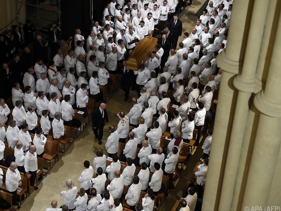 Etwa 1.500 Köche kamen zum Begräbnis der Küchen-Legende
