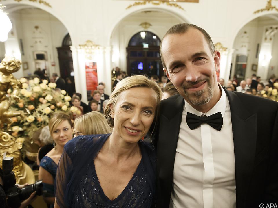 Familienministerin Juliane Bogner-Strauß mit Gatten Erik in der Oper