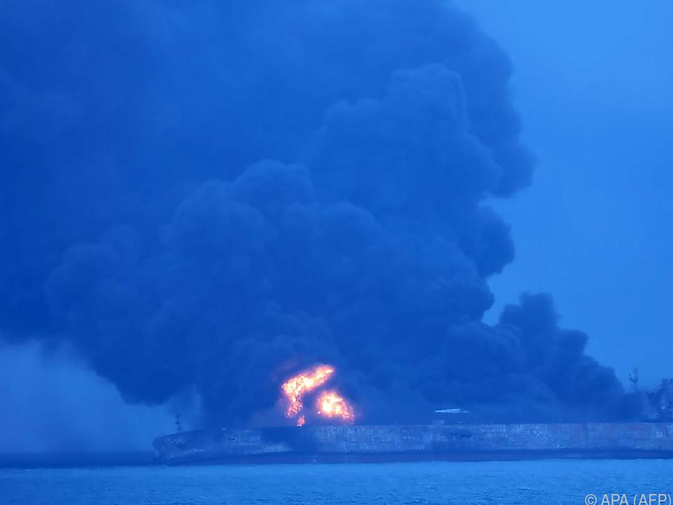 Feuer auf dem Tanker \