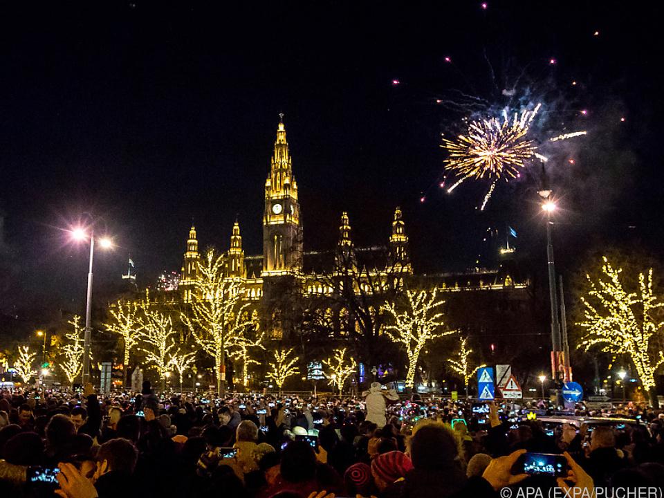 Feuerwerk vor dem Wiener Rathaus
