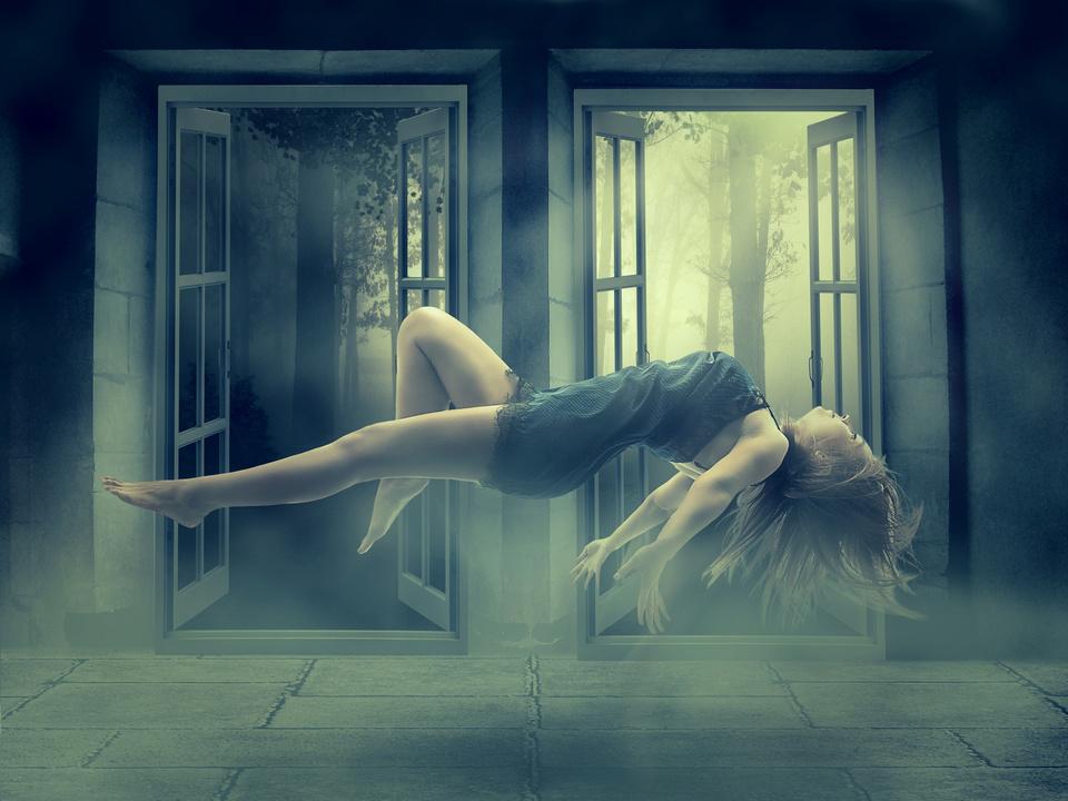 LSpuk Geister Levitation Frau schweben Illusion horror