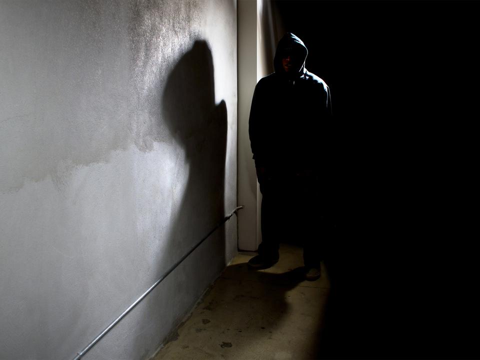 stalker gewalt unbekannt sym dieb räuber überfall