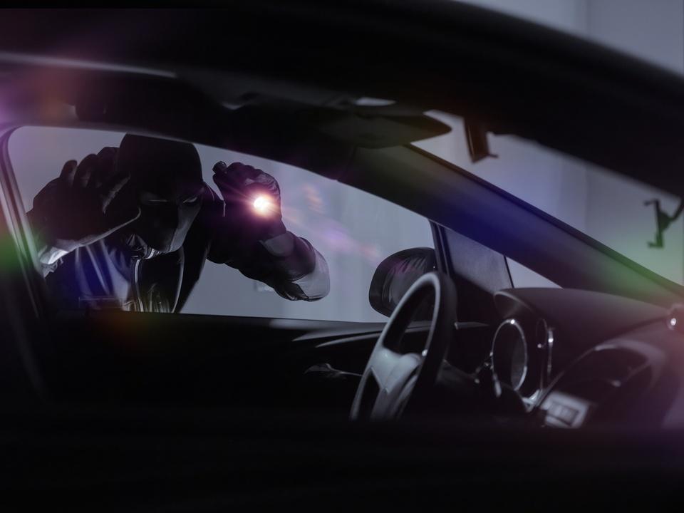 auto dieb gewalt einbrecher sym kriminell pkw