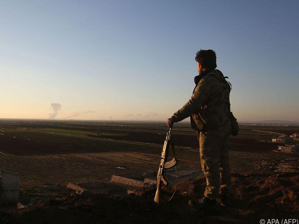 Türkische Armee marschiert in Syrien ein