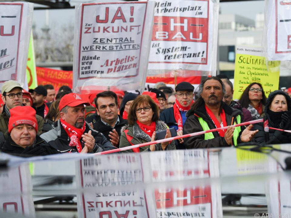 In Rüsselsheim protestierten 6.000 Menschen