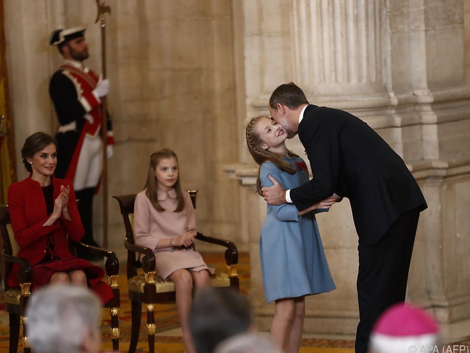 König Felipe VI. ehrt seine Tochter