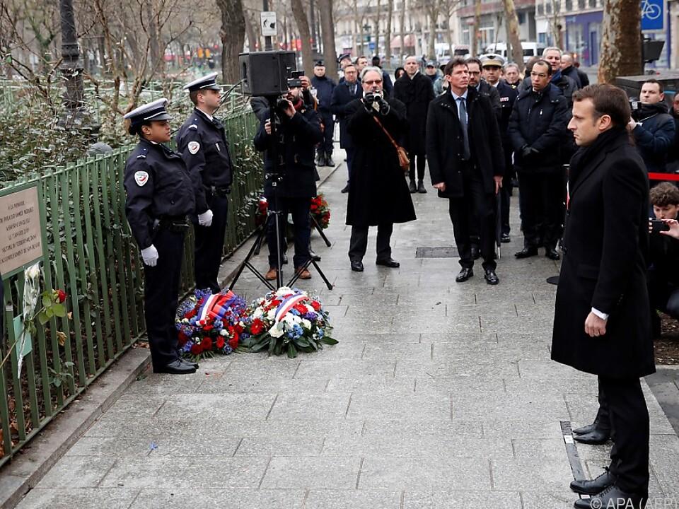 Macron bei einer Schweigeminute