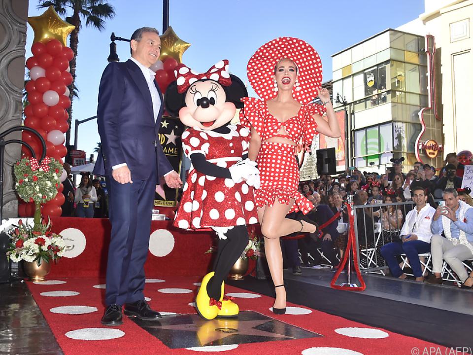 Minnie Maus wurde begleitet von Popstar Katy Perry