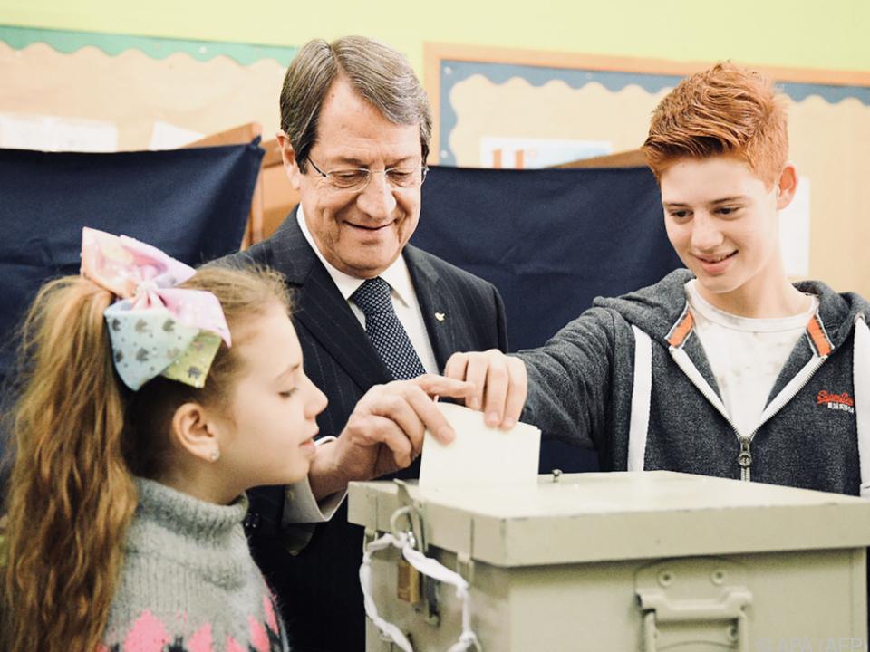 Nikos Anastasiades gewann zwar, verfehlte aber die absolute Mehrheit